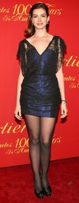 Anne%20Hathaway%20in%20pantyhose%20(18)