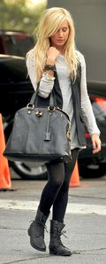 Nuckia-Ashley Tisdale goes to a studio in Hollywood 7