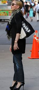 20130531-pictures-madonna-out-and-about-new-york-03.jpg