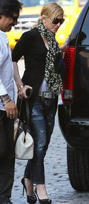 20130531-pictures-madonna-out-and-about-new-york-04.jpg