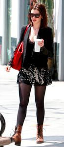 Anne%20Hathaway%20in%20pantyhose%20(16)