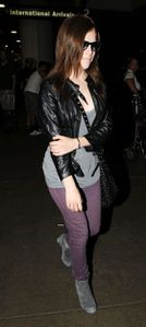 anna kendrick arriving at airport 2