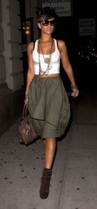brown-skirt_RIHANNA_B-GR_07.jpg