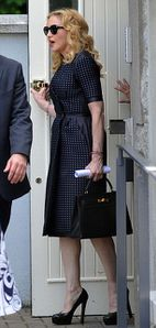 20130723-news-madonna-david-collins-funeral-monkst-copie-8.jpg