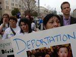Los 'grilletes' de la deportación desgarran a miles de familias en EE. UU.