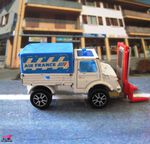 MERCEDES UNIMOG TRANSPALETTES MAJORETTE 1/82 UNIMOG AIR FRANCE