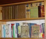 Une bibliothèque qui déborde (3/3) : la pile des livres à lire...