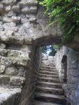 Les vieux murs et ruines entre ombre et lumière