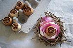 Joyeuses Pâques! Mousse chocolat piment, coulis de framboise et cacahuètes caramélisées