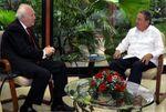 Decepción de Miguel Ángel Moratinos al ver la traición de los 'compañeros' Castro y Chávez