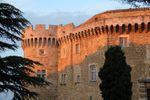 Châteaux de la Drôme - le Château de Suze la Rousse au coucher du soleil