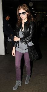 anna kendrick arriving at airport 1
