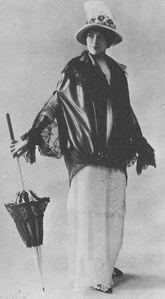 1913-1914 Robe d'été en mousseline rayée et guipure avec