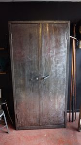 armoire metal design