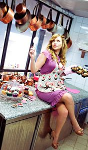 chloe-cupcake-pin-up1.jpg
