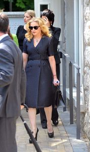 20130723-news-madonna-david-collins-funeral-monkst-copie-3.jpg