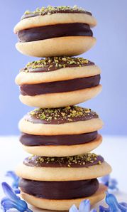 7-Chocolate-filled-Lemon-Polenta-Whoopie-pie-400_Mo.jpg