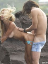 shauna-sand-in-st-barts-having-sex-with-a-man-06-675x900.jpg