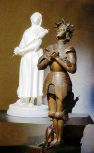 maison-jeanne-d-arc-statues.jpg.JPG