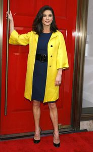 Catherine-Zeta-Jones trench gucci robe oscar de la renta