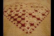 Coeur faon broderie Suisse 003