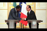 YAYI HOLLANDE