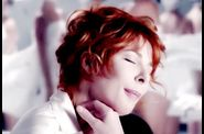 1639 2011-07-12-19-48-42 mylenefarmer-lonelylisa-clip-00086