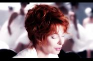 1639 2011-07-12-19-49-19 mylenefarmer-lonelylisa-clip-00064