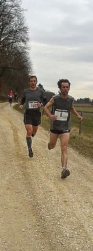 http://img.over-blog.com/185x500/2/73/75/85/Trail-des-Monts-de-Gy-2010/trail-3.jpg