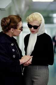 My-week-with-Marilyn---Zoe-Wanamaker-et-Michelle-Williams.jpg