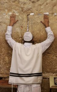 Praying__Kotel.jpg