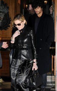 madonna-and-jesus-chilling-out-in-chelsea 1