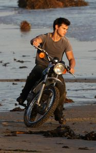 rollingstone-photoshoot-taylor-lautner3