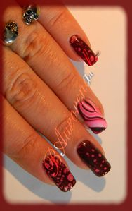 Nail-art--facon-Spotted-et-son-petit-water-marble-8.jpg