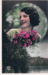 femme-au-bouquet-de-roses.JPG