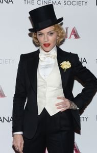 20130619-pictures-madonna-mdna-tour-premiere-scree-copie-11.jpg