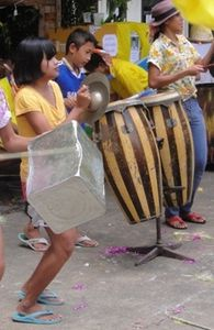 090.Tambours et cymbales