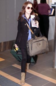 Anna Kendrick Catching Flight Vancouver Airport