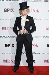 20130619-pictures-madonna-mdna-tour-premiere-scree-copie-3.jpg