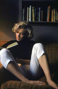 alfred-eisenstaedt-marilyn-monroe-at-home-19531