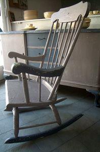 ursule la chaise bascule le blog de la salamandre bleue et de combustible23. Black Bedroom Furniture Sets. Home Design Ideas