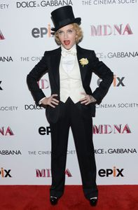 20130619-pictures-madonna-mdna-tour-premiere-scree-copie-26.jpg