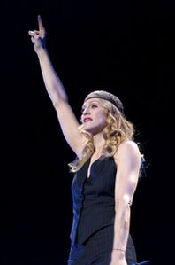 Madonna_Imagine_Re-Invention-Tour-2004.jpg