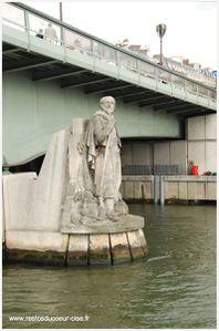 Paris le zouave pont alma