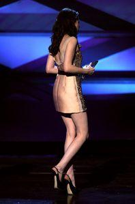 Kristen Stewart People's Choice Awards winning bes-copie-3
