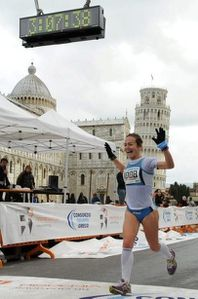 Lara-arrivo-pisa-marathon-2012.jpg