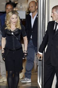 20130822-pictures-madonna-hard-candy-fitness-center-rome-11.jpg