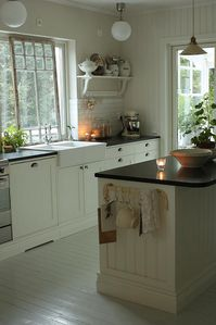 white-vintage-kitchen.JPG