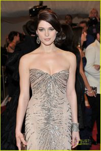 Ashley Greene - Met Gala 3