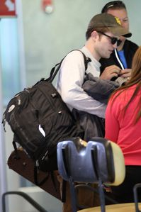 Robert Pattinson arriving in Miami 2